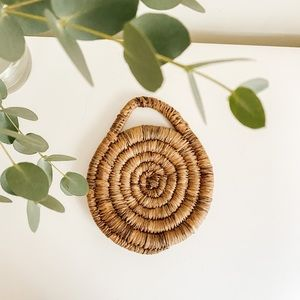 Woven trivet with handle